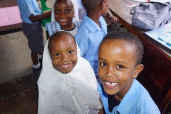 Agnes and her friends at Unity School (Mombasa, Kenya)