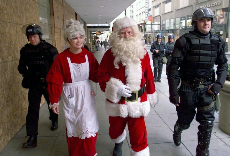 Santa in Seattle with police protection